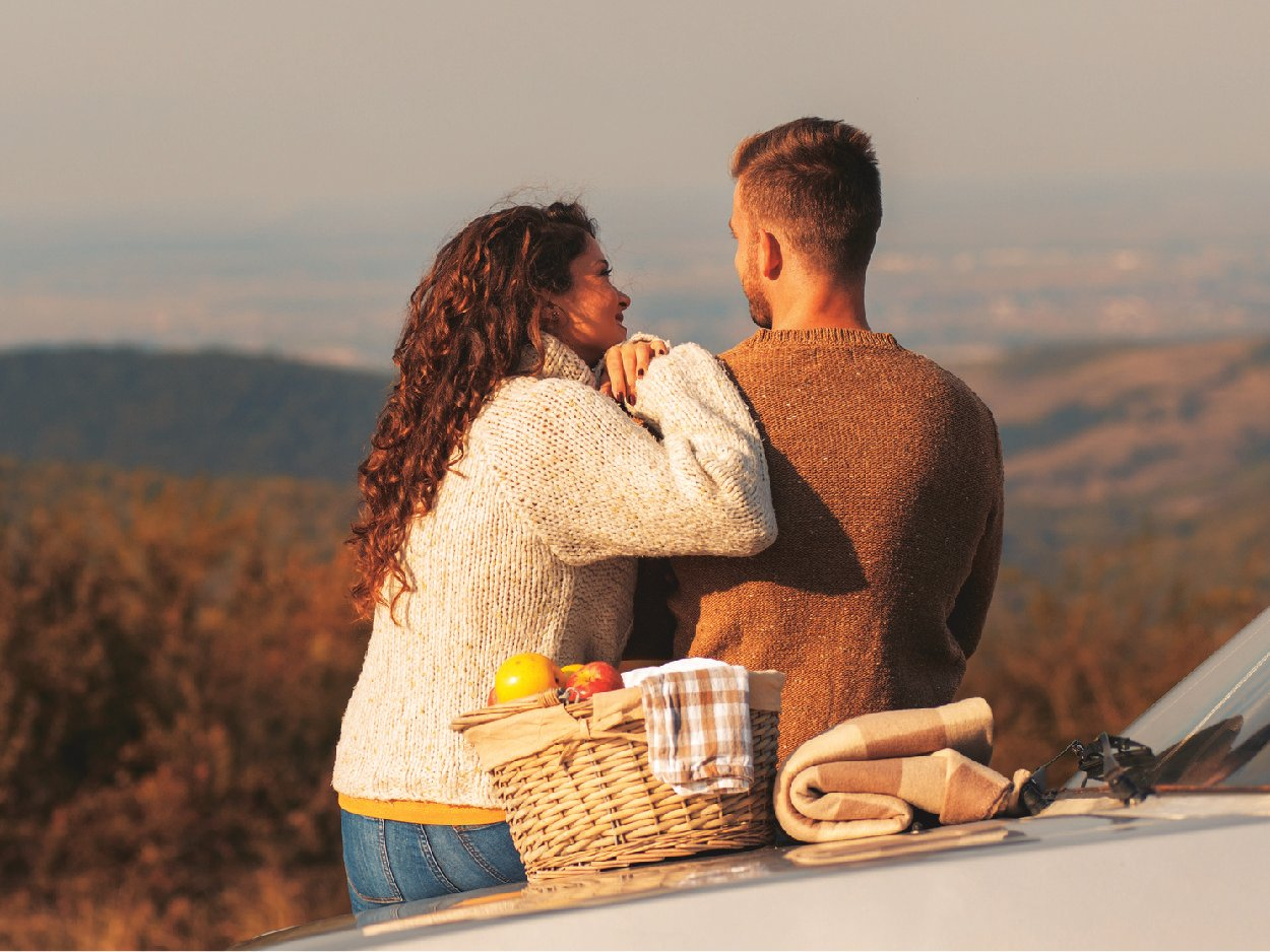 Couple-on-Picnic-Looking-at-Mountains